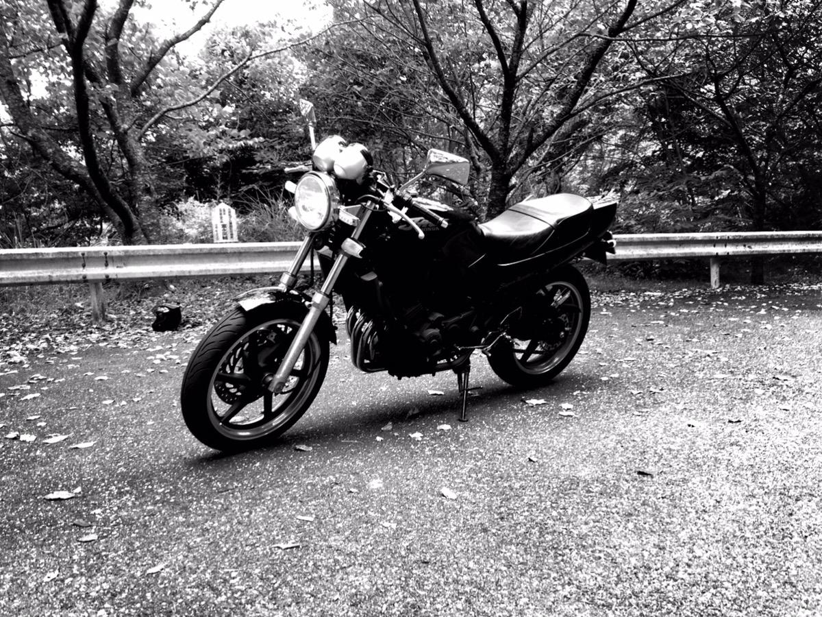 たまにバイクに乗って風を感じています(笑)